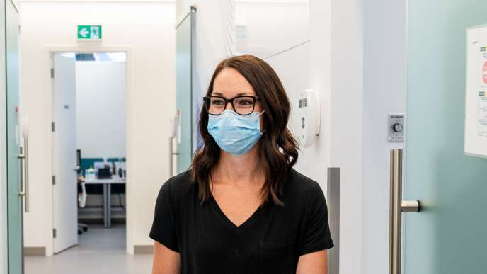 Dental hygienist wearing a mask during covid-19